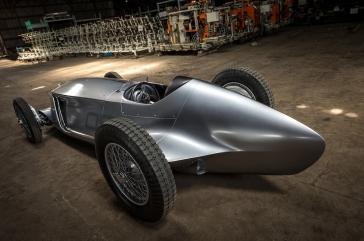 Infiniti-Prototype-9-rear-side-view